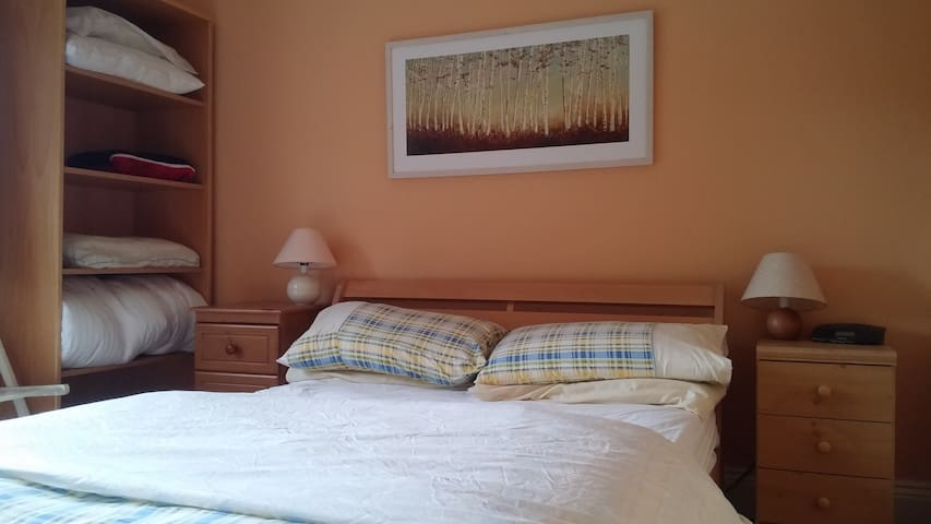 Cosy private room with breakfast - Limerick - Hus