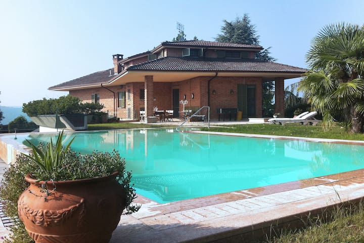 Villa Luisa with panoramic pool in the Langhe - Alba - Villa