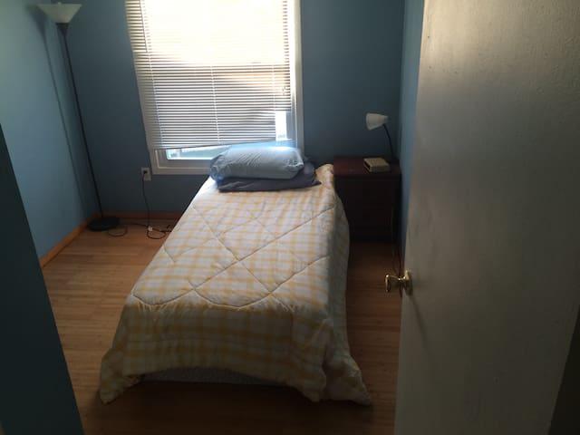 Small Cozy Columbia bedroom - Колумбия - Дом
