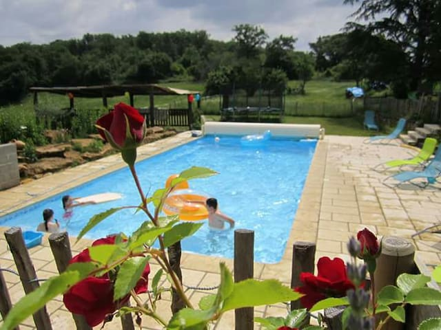 "Gîte ""Bellevue""  ds une ancienne ferme piscine 6 P - Aulon - Квартира"