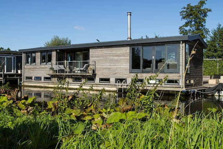 Beautiful modern houseboat in lake district - Nieuwersluis - Bateau