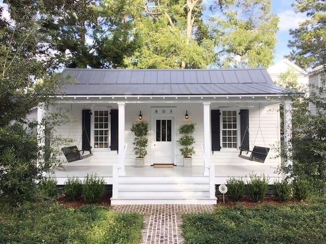 Restored 1889 Historic Cottage - Beaufort - Ev