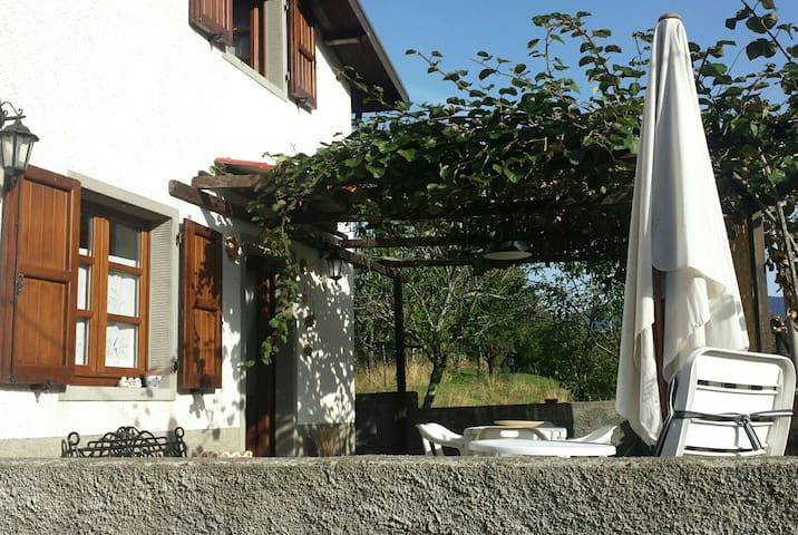 House surrounded by greenery - Topleca superiore pontremoli  - Huis