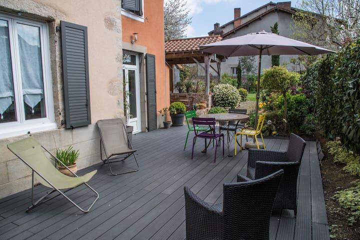 Grd Log Jardin calme  , 75m2, RDC - Saint-Junien - Lägenhet