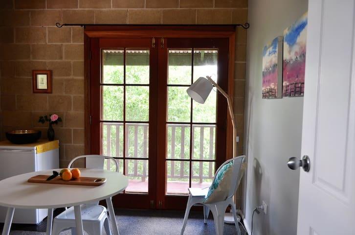 Sunny apartment - rural outlook - Wagga Wagga North - Huoneisto