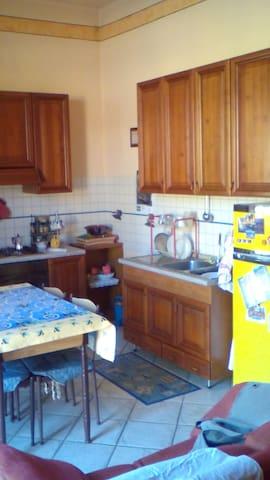 Appartamento in centro città a Racconigi - Racconigi - Departamento