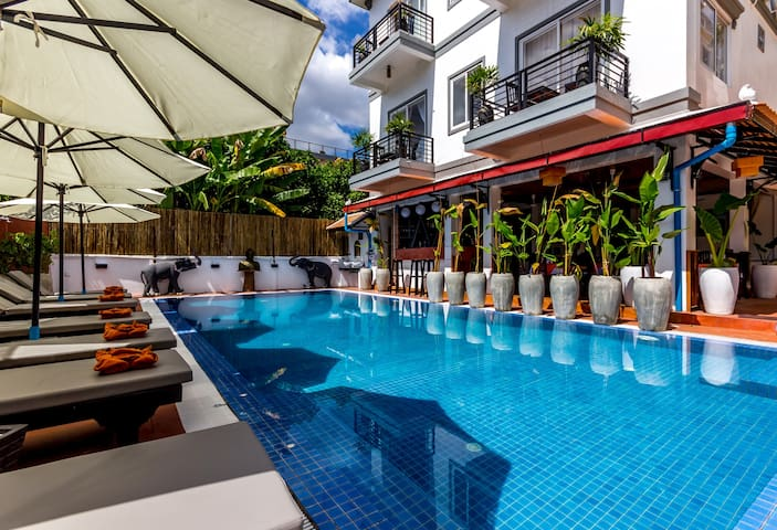 Private Superior Double Balcony - Krong Siem Reap - Huvila