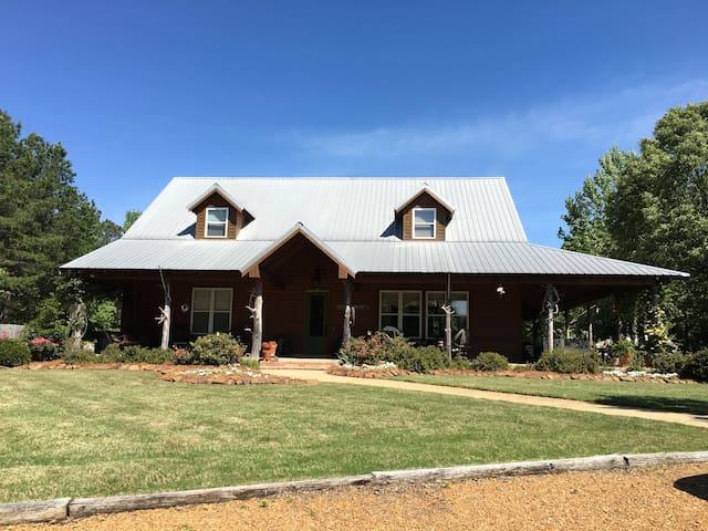 Spacious, luxury cabin near Oxford - Batesville - Casa de campo