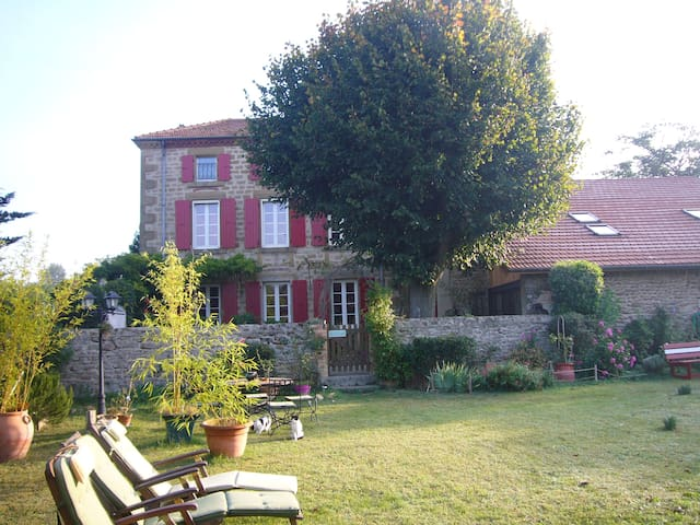 les 7 semaines (7 couchages) - tain l'hermitage - Bed & Breakfast