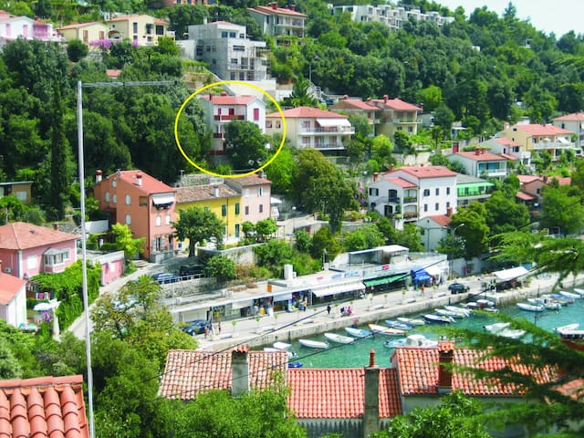 A spacious apartment in central position, seeview - Rabac - Daire