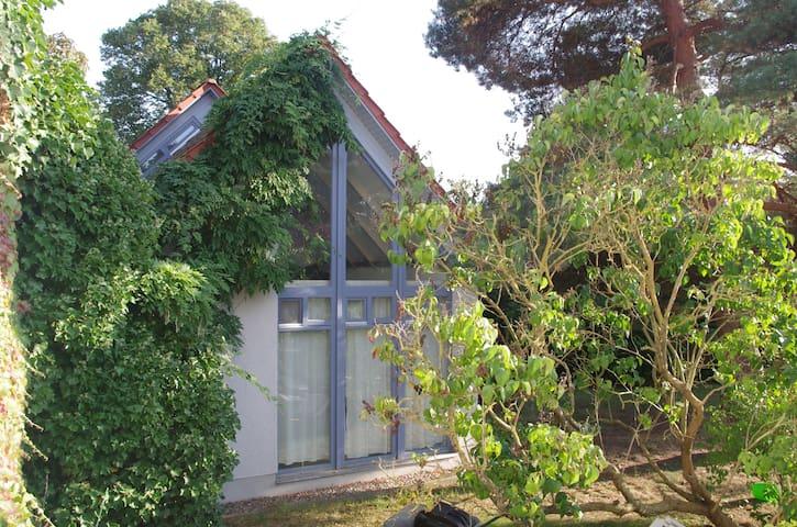 gemütliches 70m-2 -häuschen in Gehlsdorf - Rostock - Hus
