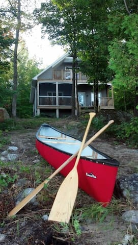 Lakefront Custom New Cottage! - Magnetawan - Hytte
