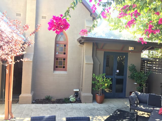 Queen room with private entrance - Mount Lawley - Rekkehus