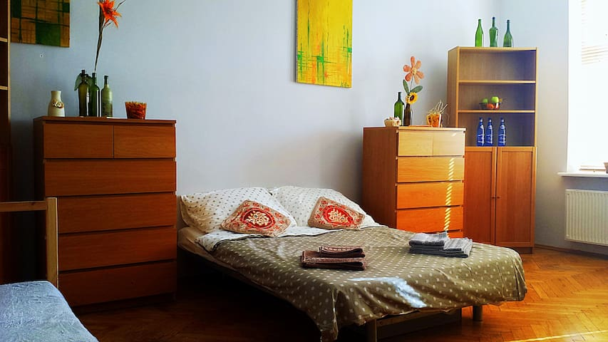 Spacious Room 2 mins from Main Railway Station! - Cracovie - Appartement