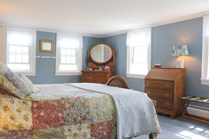 Comfy Sunny Room with Water View! - Edgecomb - Haus