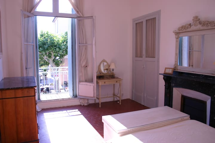 Large Traditional Town House in Market Square - Nissan-lez-Enserune