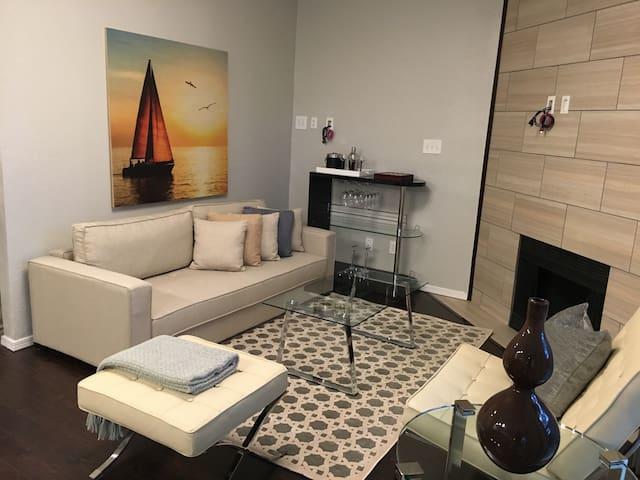 Peaceful & Luxurious Modern Retreat - Irving - Leilighet