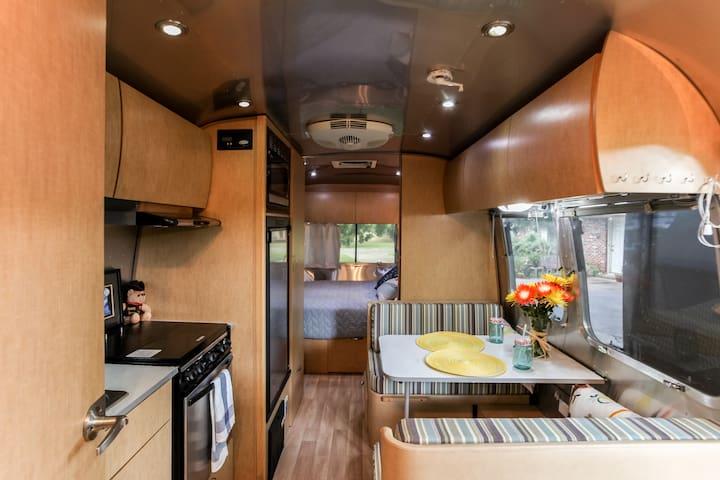 The SoCo Airstream is so fun!  #23 - Austin - Camping-car/caravane