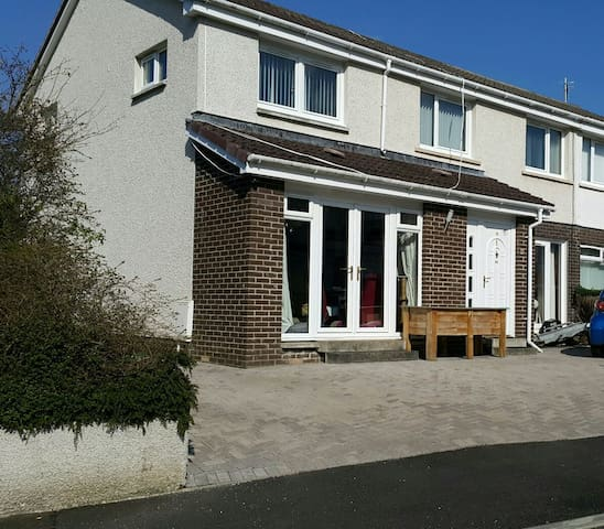 Less than 30 minutes from airports. - Polmont, Scotland, GB - Huis