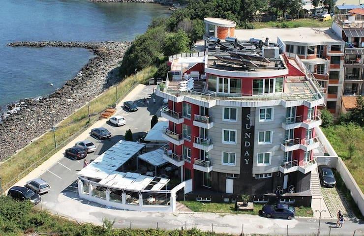 Hotel Sunday, VIP apartment - jakuzi and sea view - Kiten