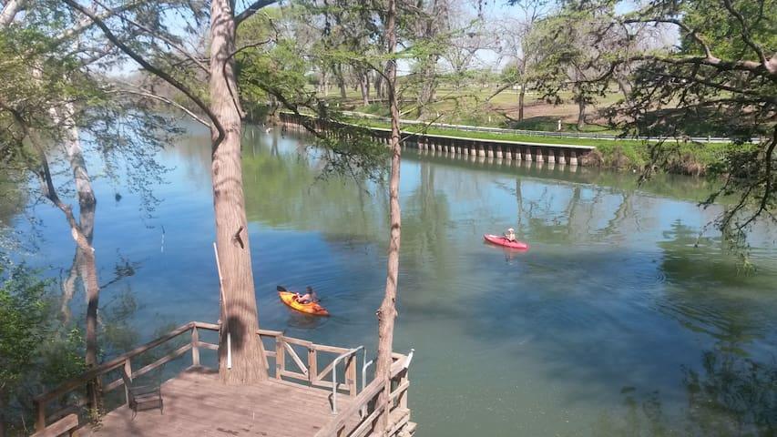 Guadalupe River Getaway - Seguin