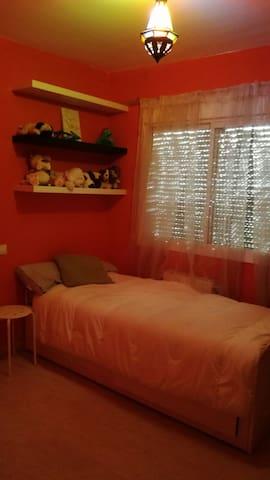 Habitación independiente con baño compartido - Carranque - Huis
