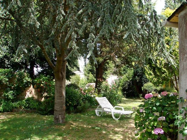 studio rez de jardin sur petit parc - Douarnenez - Hus