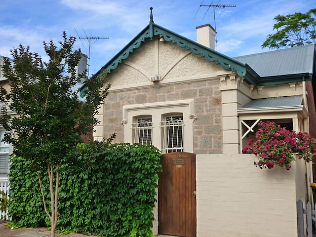Inner city heritage home - North Adelaide - Huis
