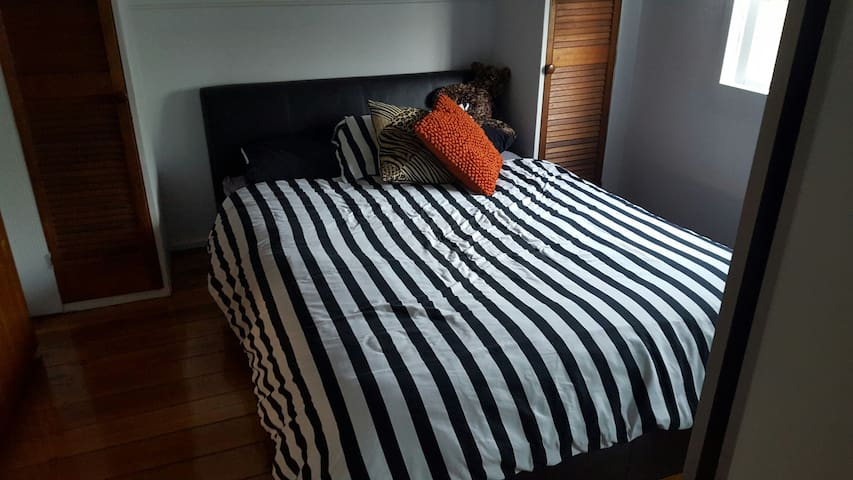 Queen bed and your own ensuite!! - North Ipswich - Hus