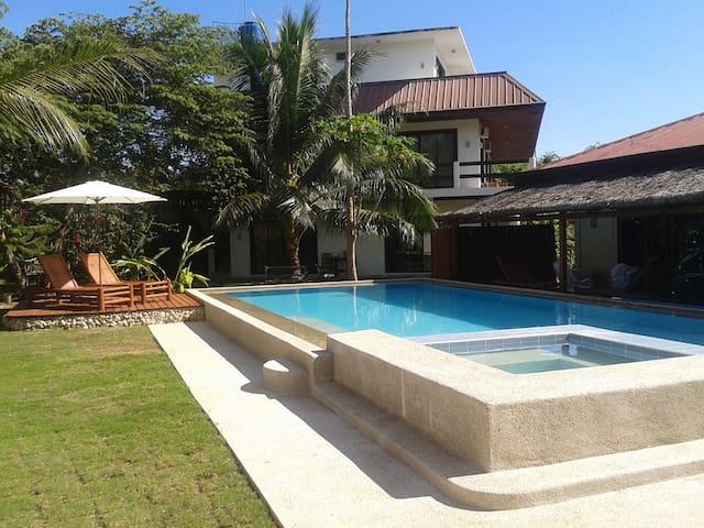 Panglao Studio-FREE SCOOTER-Pool-island-Near Beach - Panglao - Bed & Breakfast