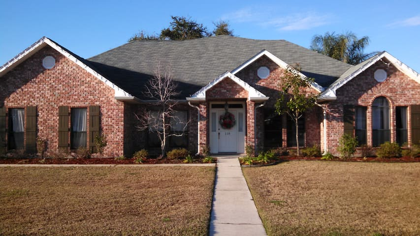 5 Br, 3 BA 25 min from French Qtr - Hahnville - Huis