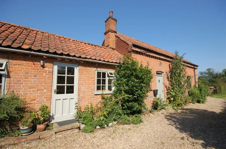 Charming, Peaceful Country Cottage - Matlaske - Casa