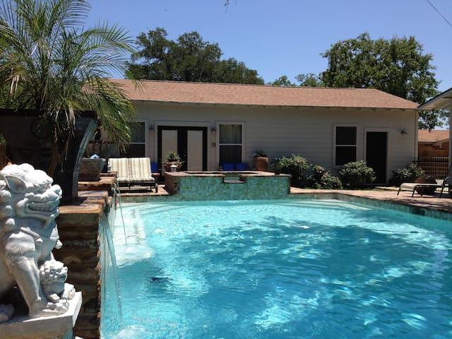 Shangri Loyd Poolside Cabana Burnet - Burnet - Villa