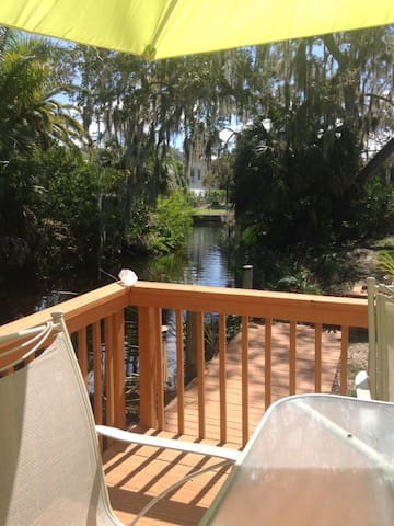 Peaceful convenient efficiency on canal with dock - Bonita Springs