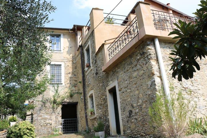 Historische Villa in Casanova Lerrone bei Alassio - Province of Savona - Vila