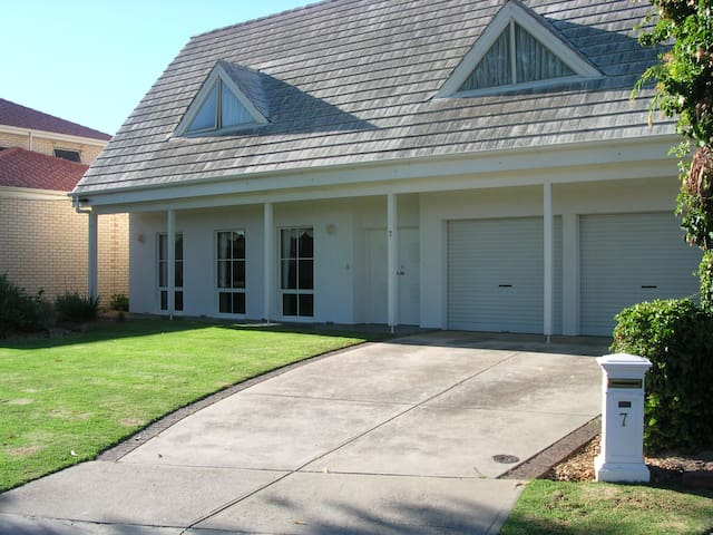 West Beach -Adelaide-Near Airport and the beach - West Beach - Bed & Breakfast