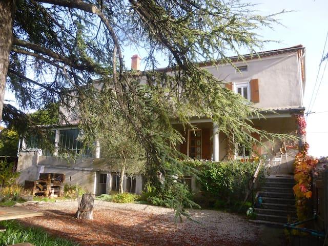Peaceful green - Lavilledieu - Rumah Tamu