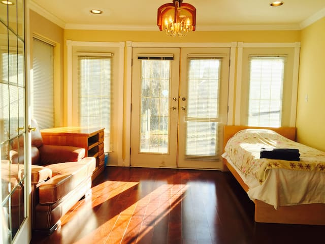 Family-style Stay in luxury houses area near beach - Richmond - Dům