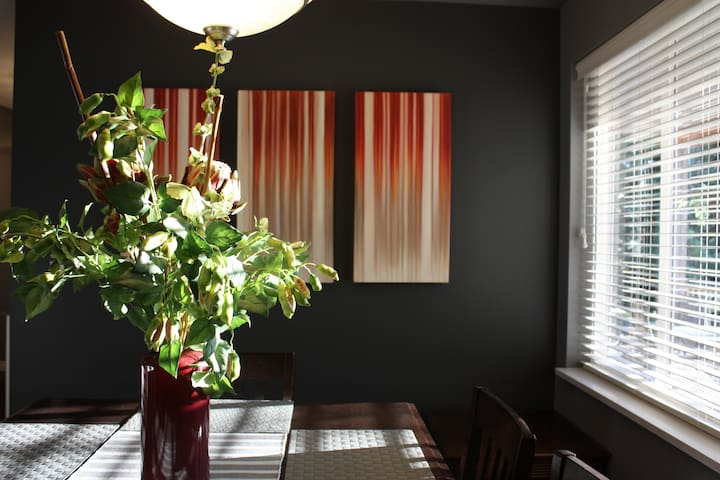 LARGE 2BR PRIVATE Apartment with **HOT TUB** - Abbotsford - Daire
