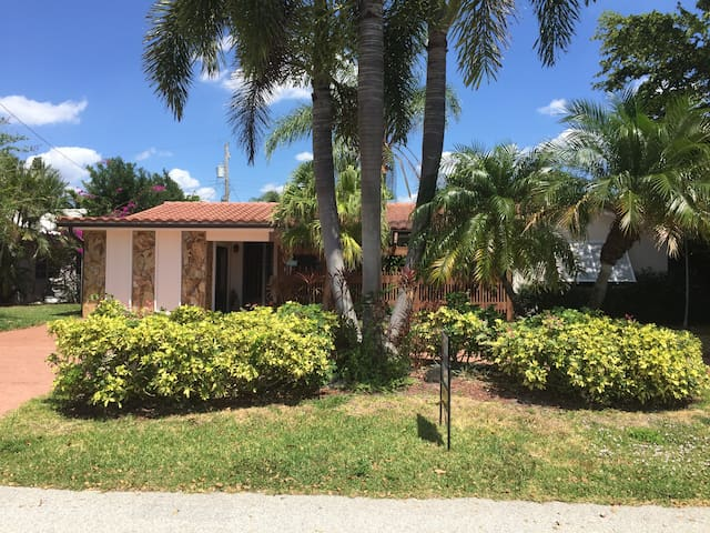 Newly built  Efficiency close to the beach! - Lauderdale-by-the-Sea - Byt