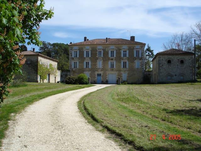 meublé de tourisme au château de LASSERRE - Gers - Leilighet