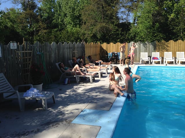 Large Beautifull Cottage with heated pool & space - Lambton Shores