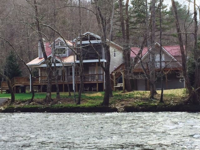 Rivers Edge On The Banks Of The Hiawassee River - Hayesville - Alojamiento vacacional