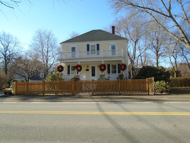 4 BR, 2 1/2 Bath 1 mile from Beach - Manchester-by-the-Sea - Dom
