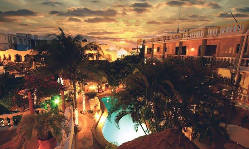 Downtown Oasis - 1/2 block to 5th Avenue! - Playa del Carmen