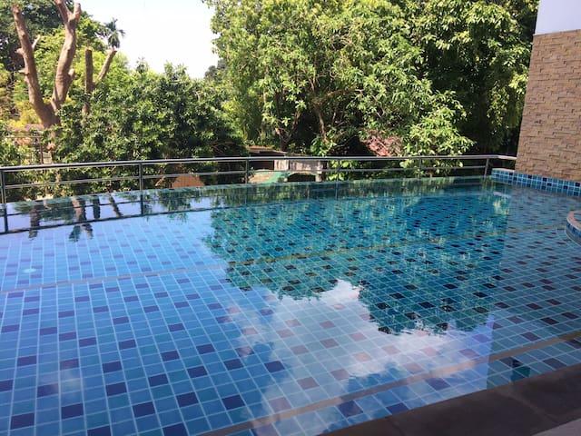 the light - Phuket - Byt