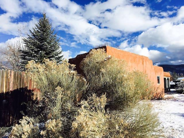 Sweet Taos Lodging - 2 Rooms in Town - Taos - Hus