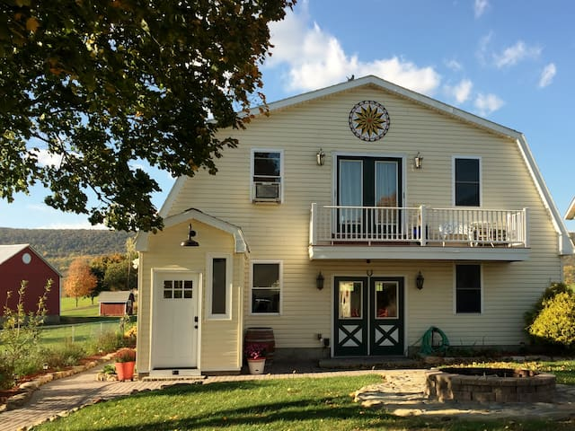 Lakeside Carriage House B&B at Leaser Lake - Kempton - Bed & Breakfast