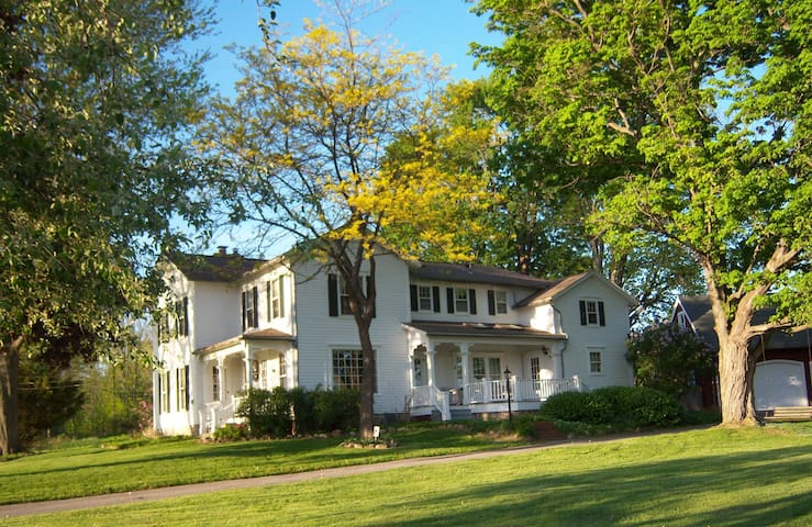 Esten-Wahl Farm - Historic Landmark Victorian Home - Fairport - Huis