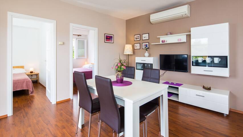 Beautiful apartment by the beach - Slatine - Departamento